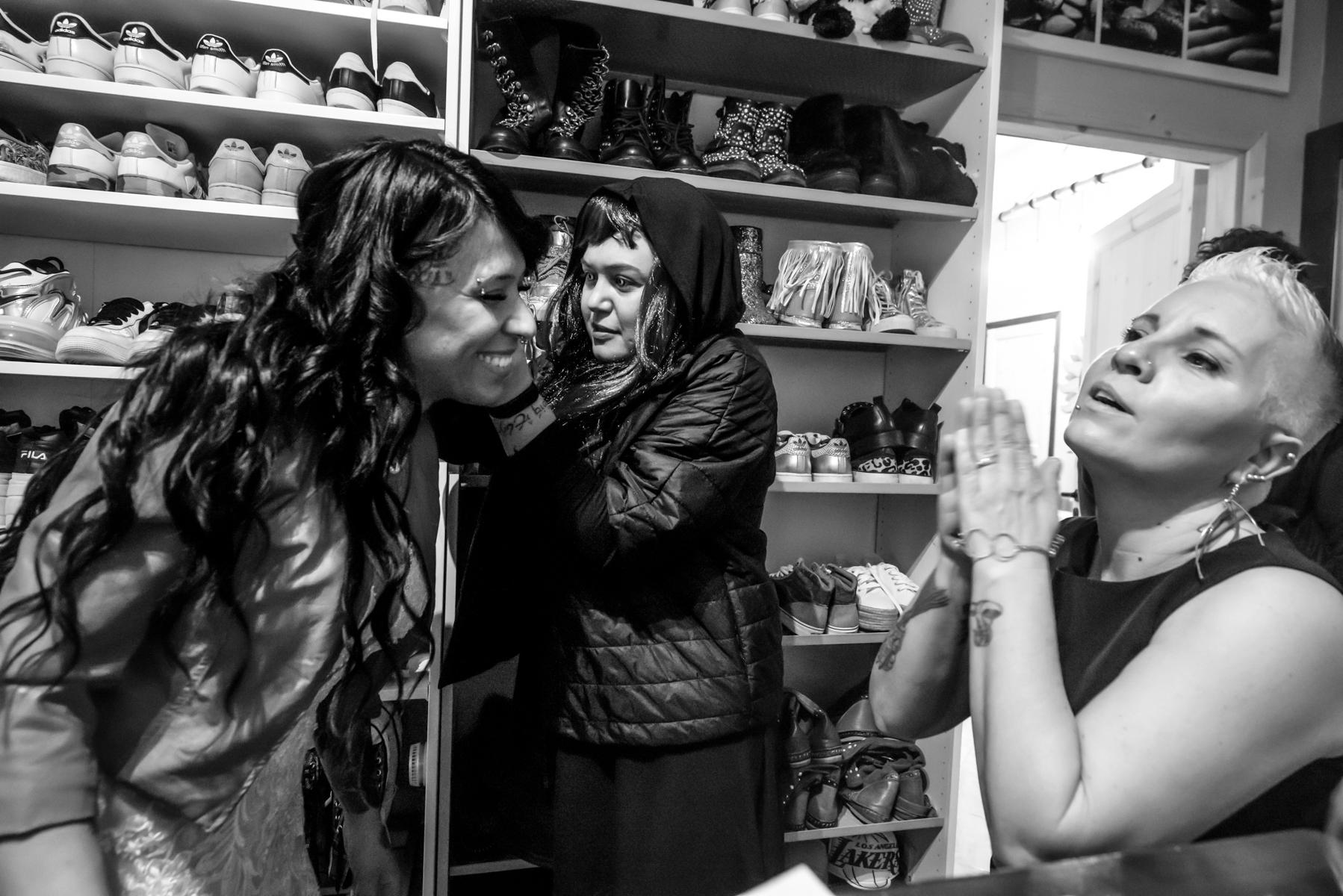 Mantova Hochzeitsfotografen | Es ist Zeit für die Braut Ohrringe