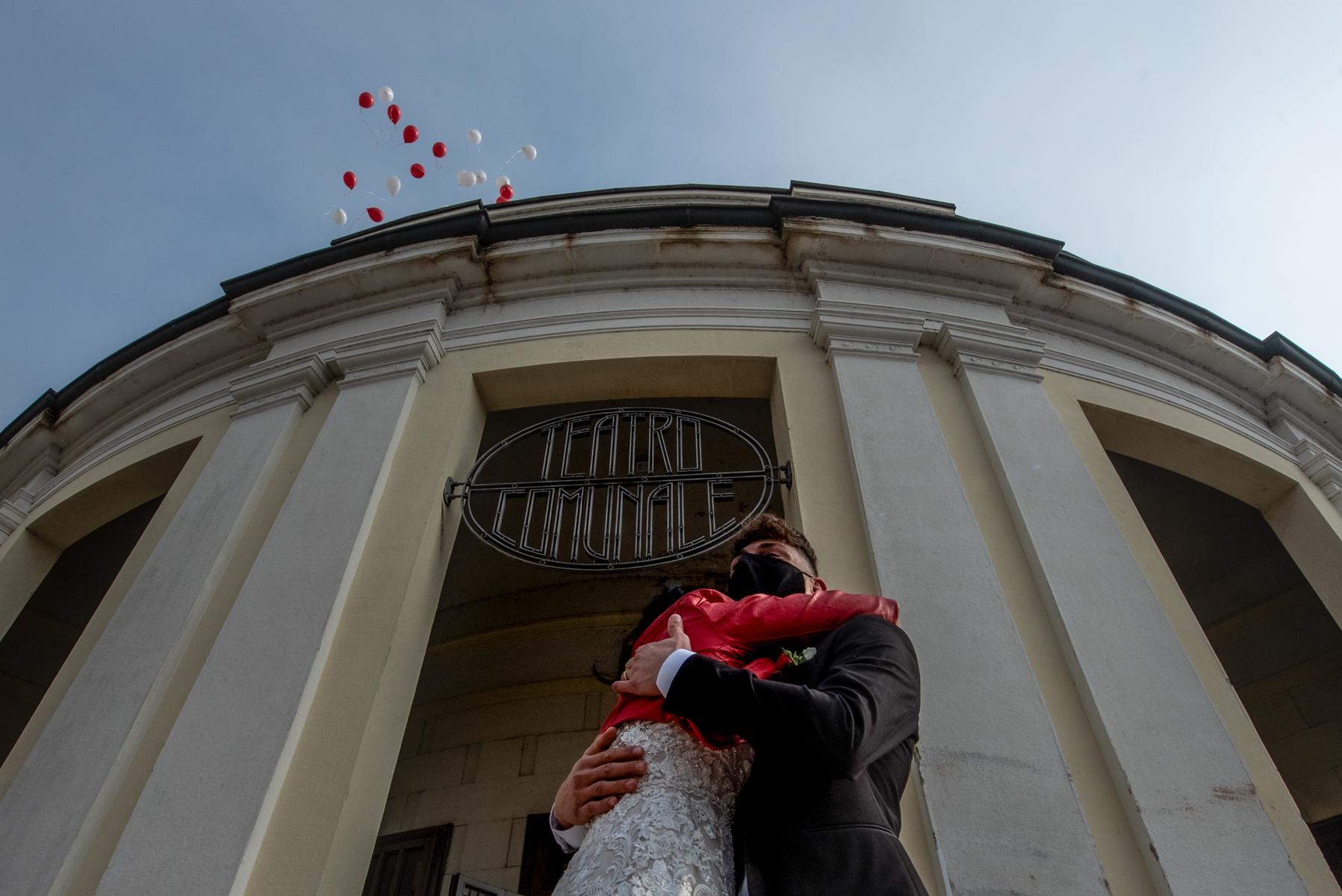 Mantova Hochzeiten, Italien Bild | Die Zeremonie endete und es war nicht möglich, Reis zu werfen