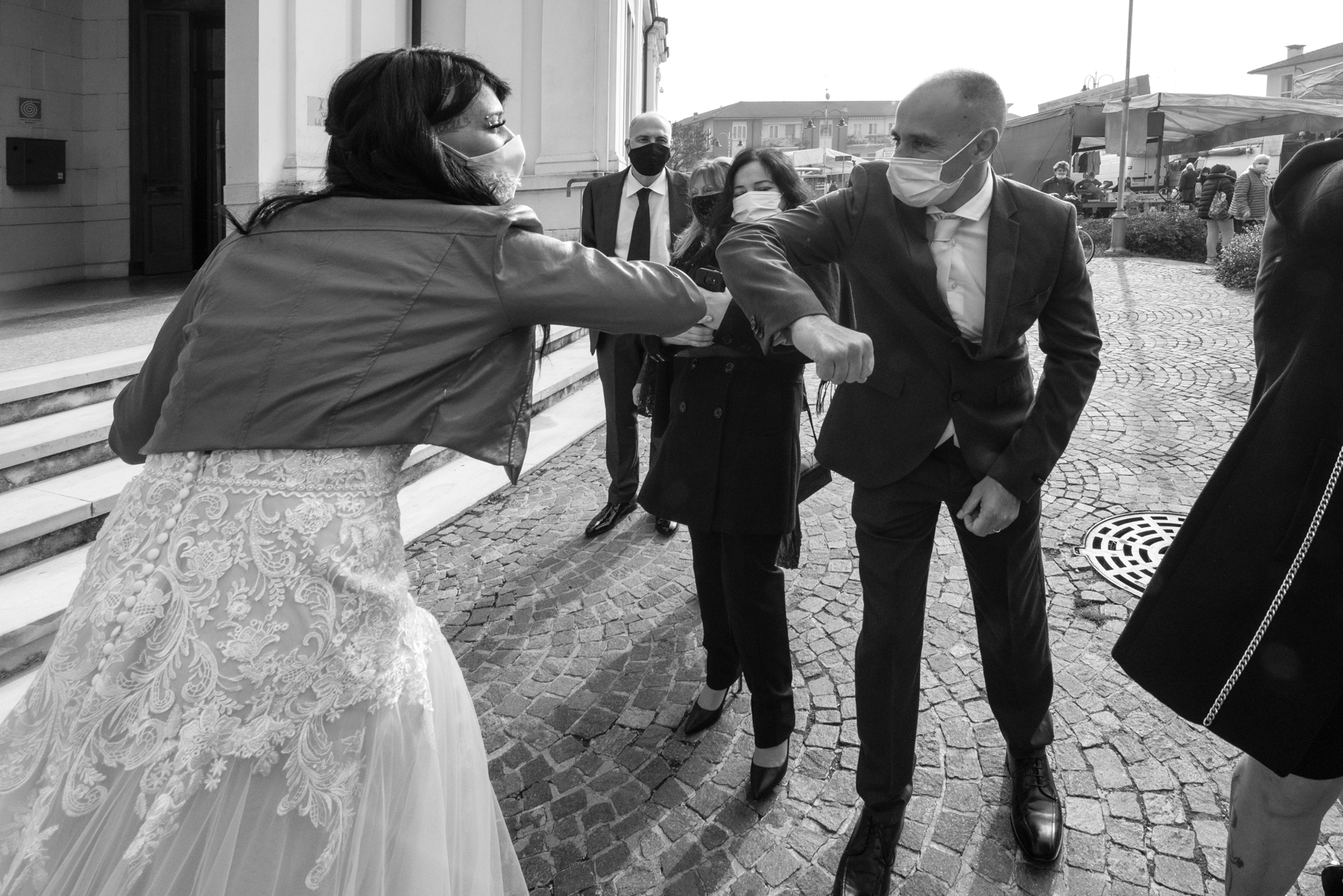 Pre-Wedding Photo from Teatro Nuovo Marmirolo | Witnesses of the groom and bride exchange greetings