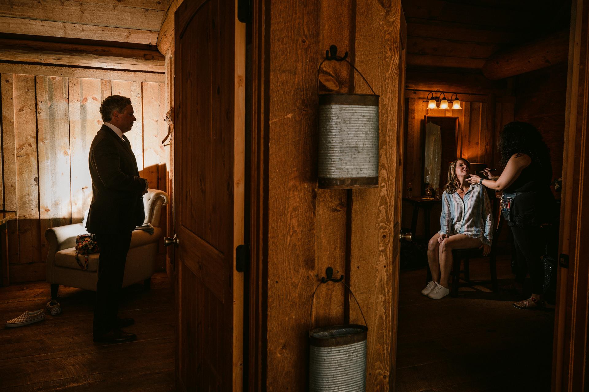 Piney River Ranch - Vail, Colorado Trouwfoto's   Klaar maken voor hun ceremonie