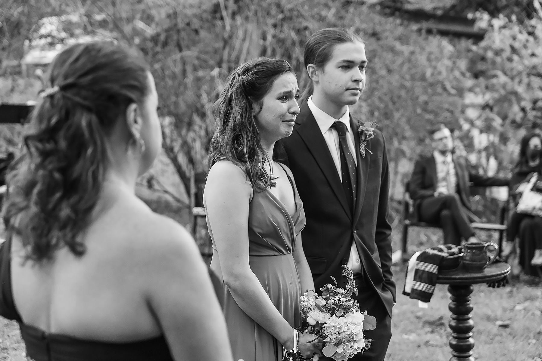 Wit's End Matrimoni ed eventi Immagini della sede | figlia e figlio combattono le lacrime