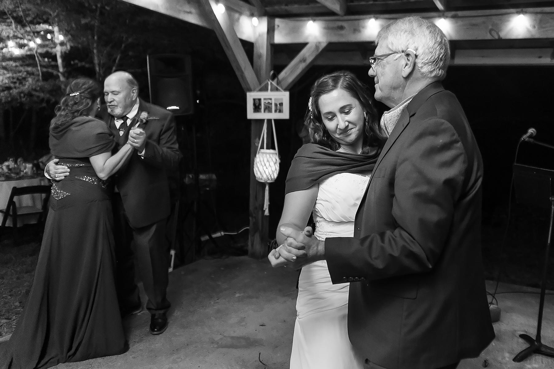 Immagine del padiglione della reception da Wit's End a Ellijay, GA | ballando con il padre