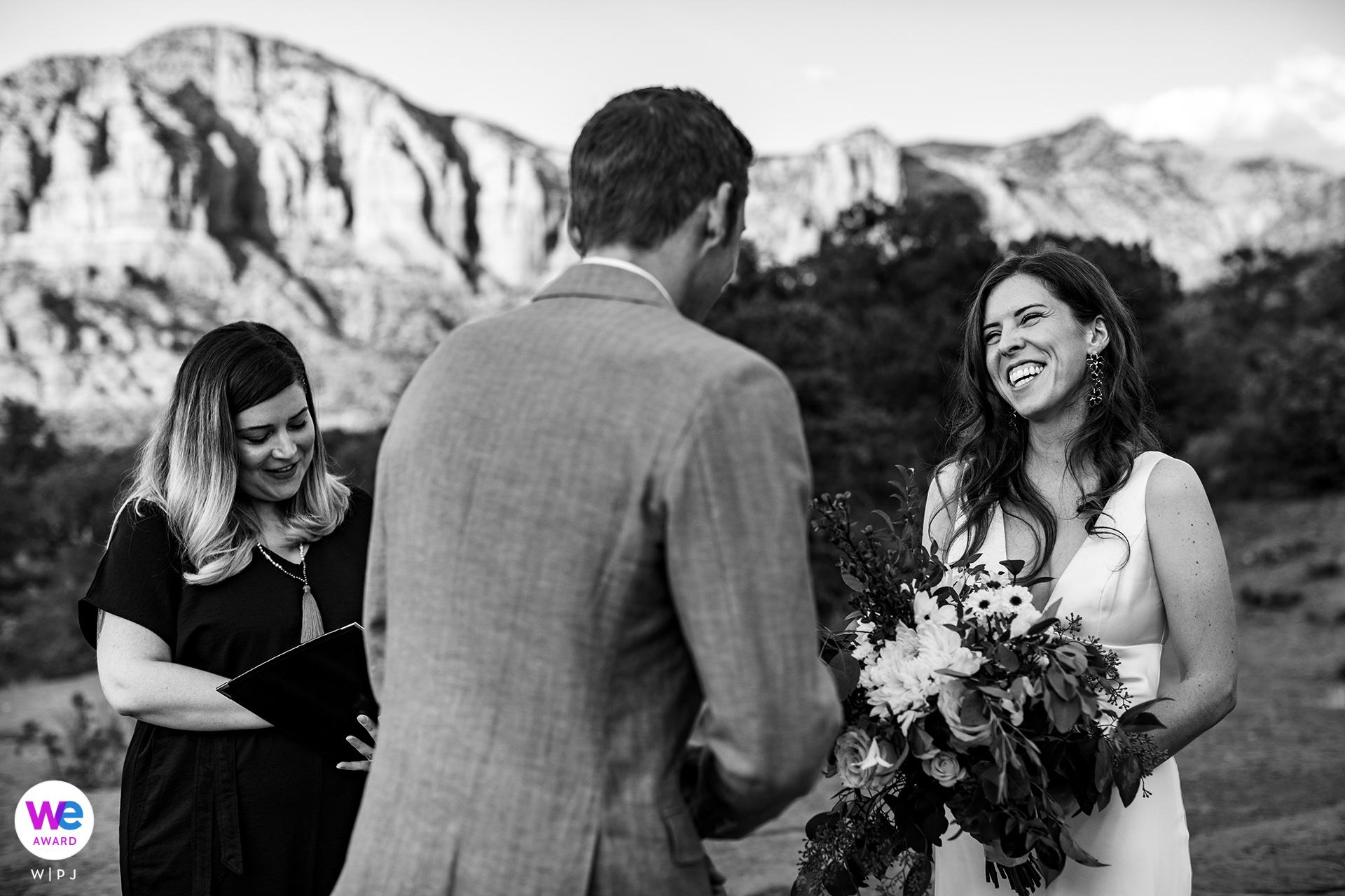 Bell Rock, Sedona Arizona Wedding Photographer | Idealne tło dla ich plenerowej ceremonii