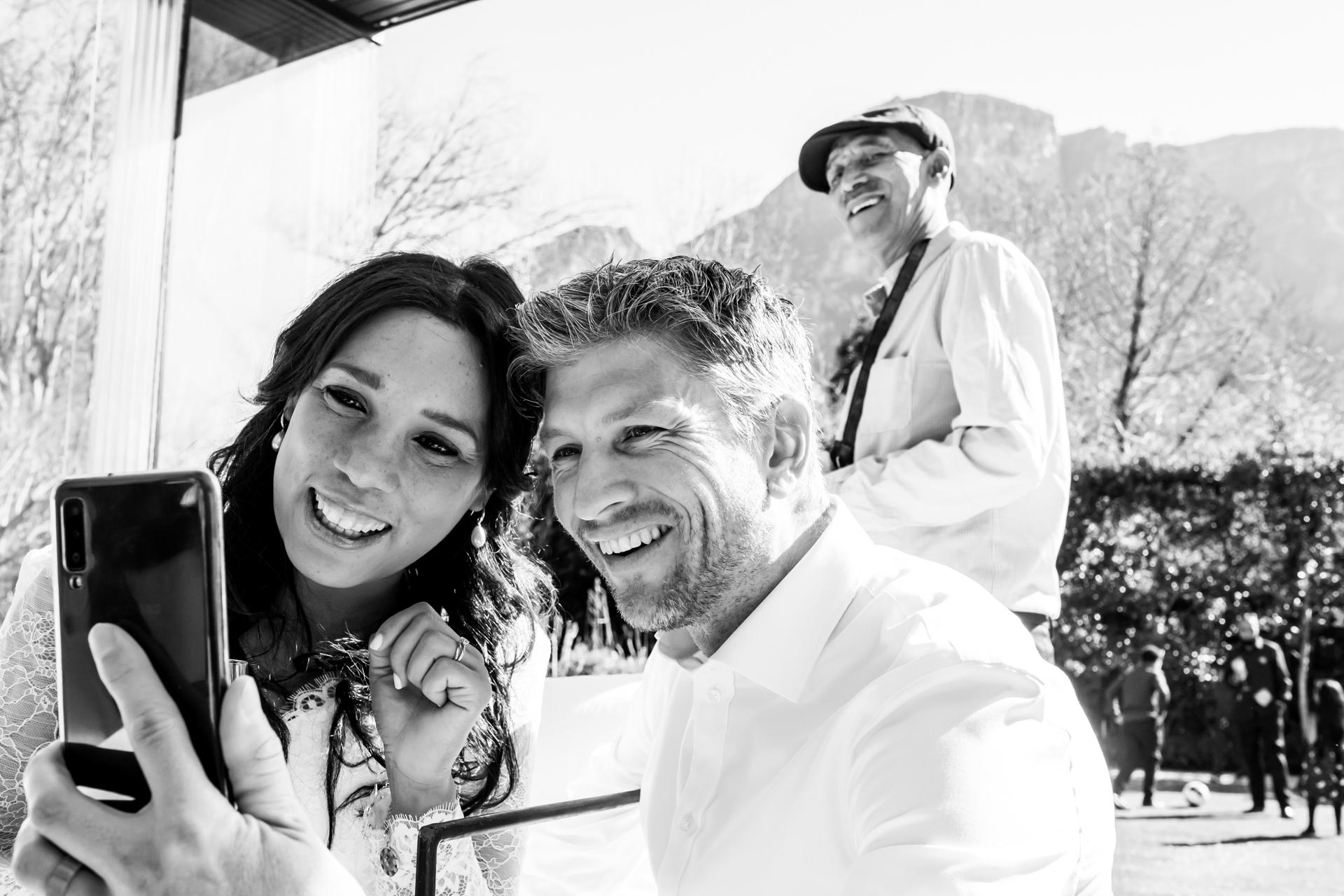 Foto del luogo del matrimonio da Arambrook Boutique Hotel | la coppia ha fatto una videochiamata per parlare con la famiglia e gli amici