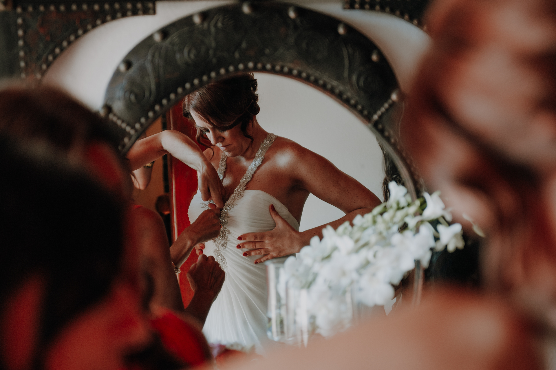 Quinta do Valle do Riacho, Merceana Wedding Photo | The bride works on a few final touches to her dress