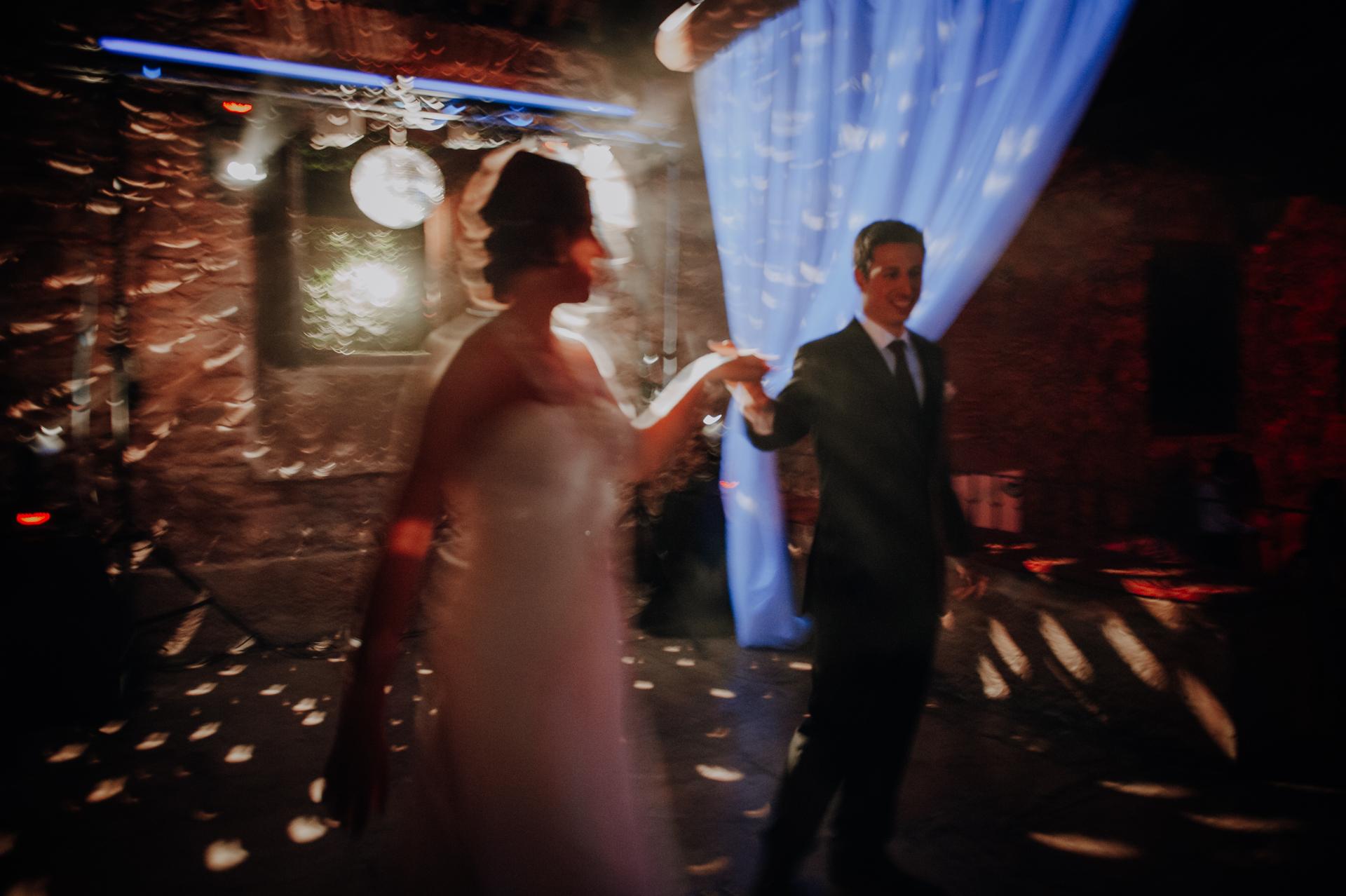 Quinta de Valle do Riacho - Lisbon Wedding Photography   The bright colors of the wedding ceremony