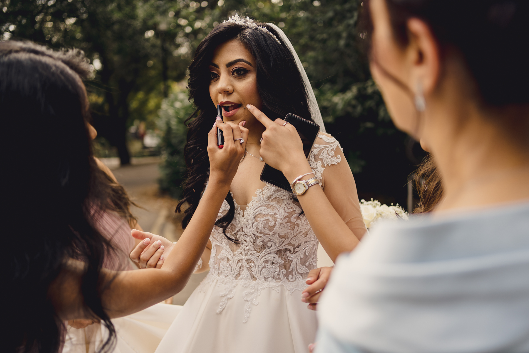 London Wedding Reportage Photographer | The attendants touch up the bride's makeup