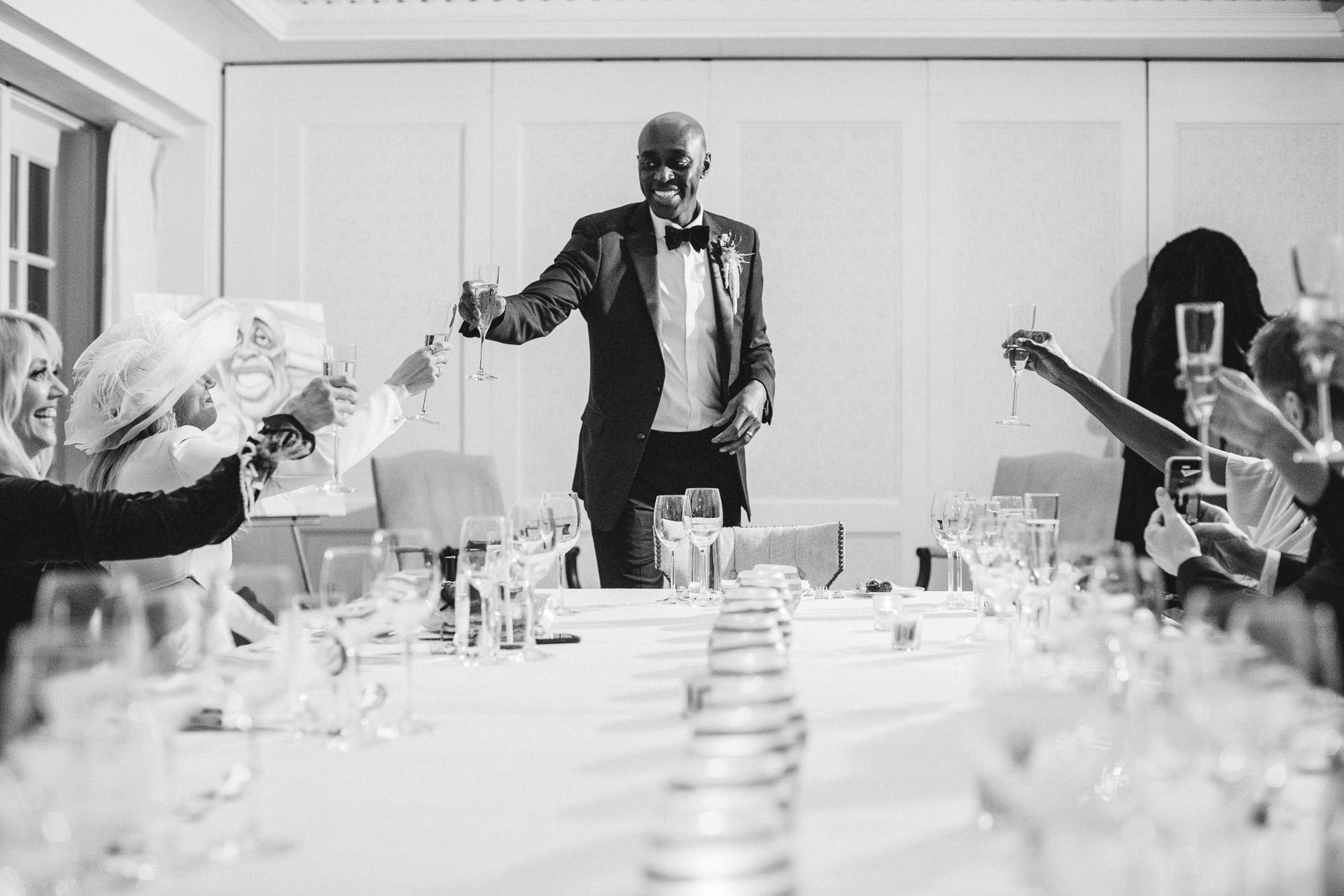 Hay Adams, DC Photographe du lieu de mariage | Le marié s'adresse à sa famille et à ses amis avant le dîner