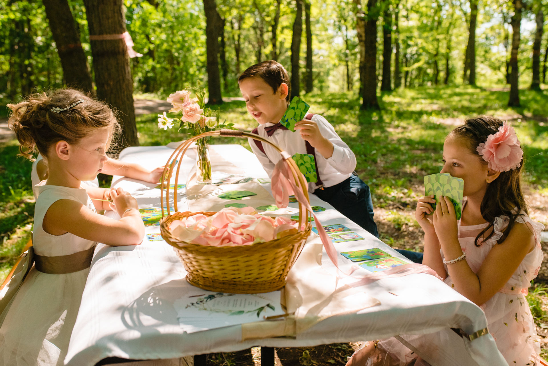 Montreal Wedding Photography | Children play cards at a picnic table