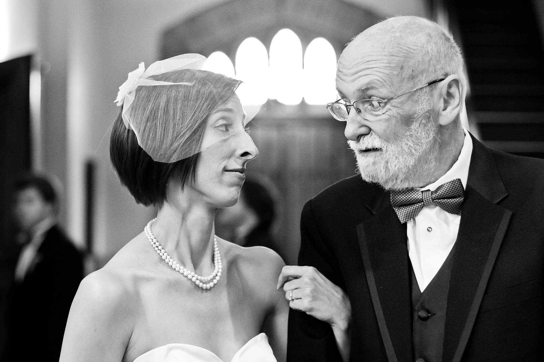 Grace UMC Atlanta Huwelijksfotograaf | De bruid deelt een moment met haar vader