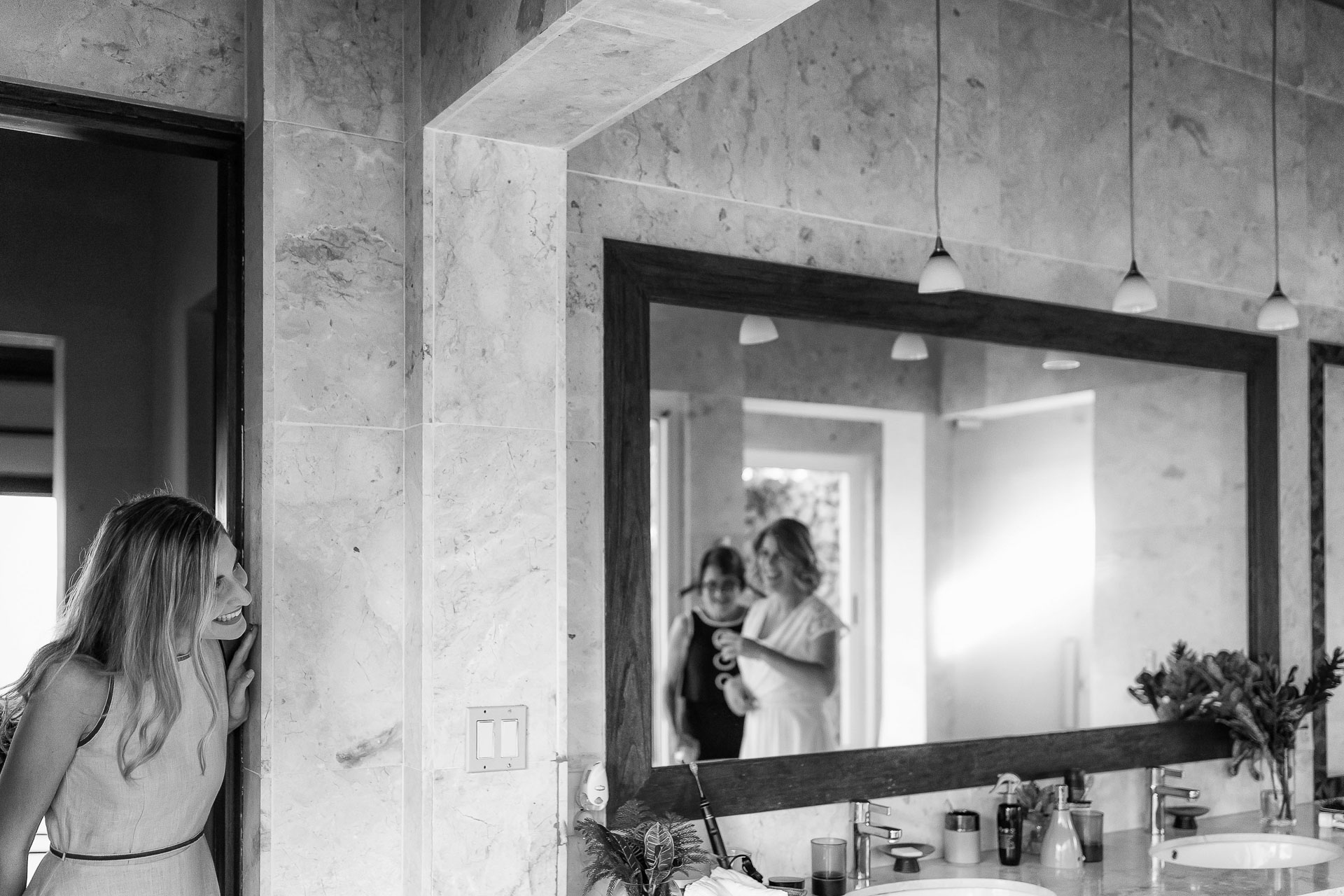 Dominical, Costa Rica Wedding Pic Gallery | The bride's friend peeks around the corner to check in on her