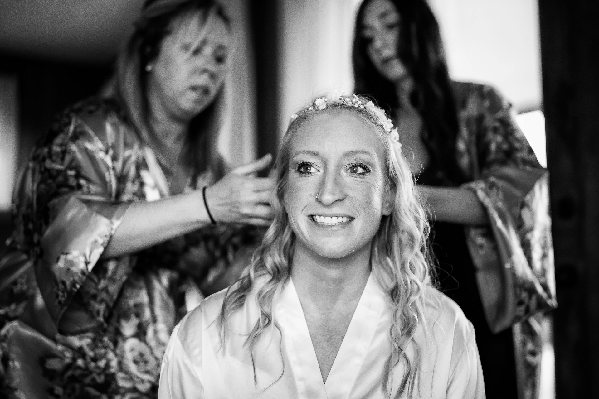 Casa Brisas de la Montaña, Costa Rica Elopement Image | the bride getting her hair done by her friends