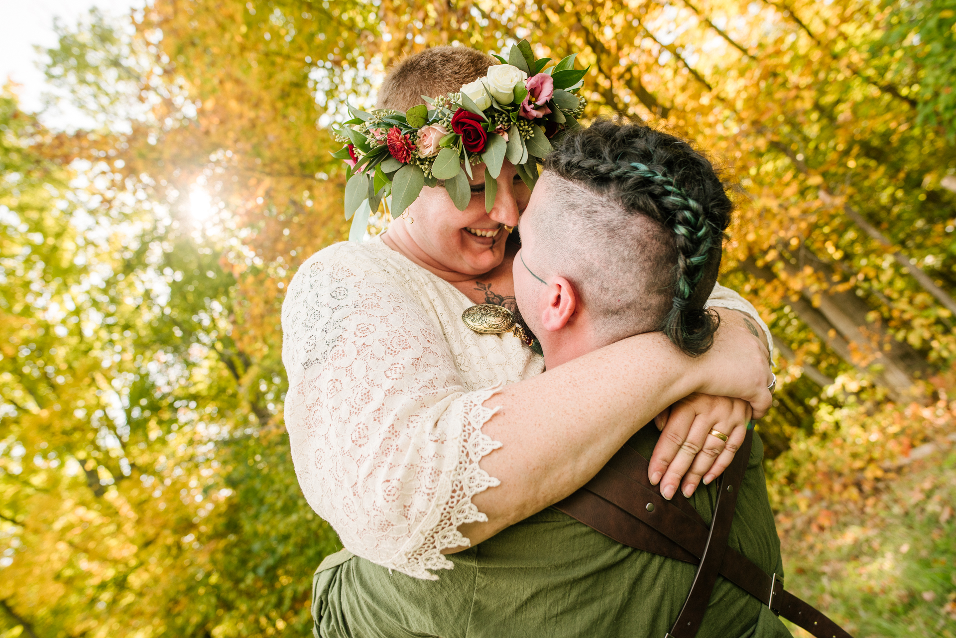 The Bee Spot - Foto de casal de noivos | O casal tira um momento para curtir um ao outro