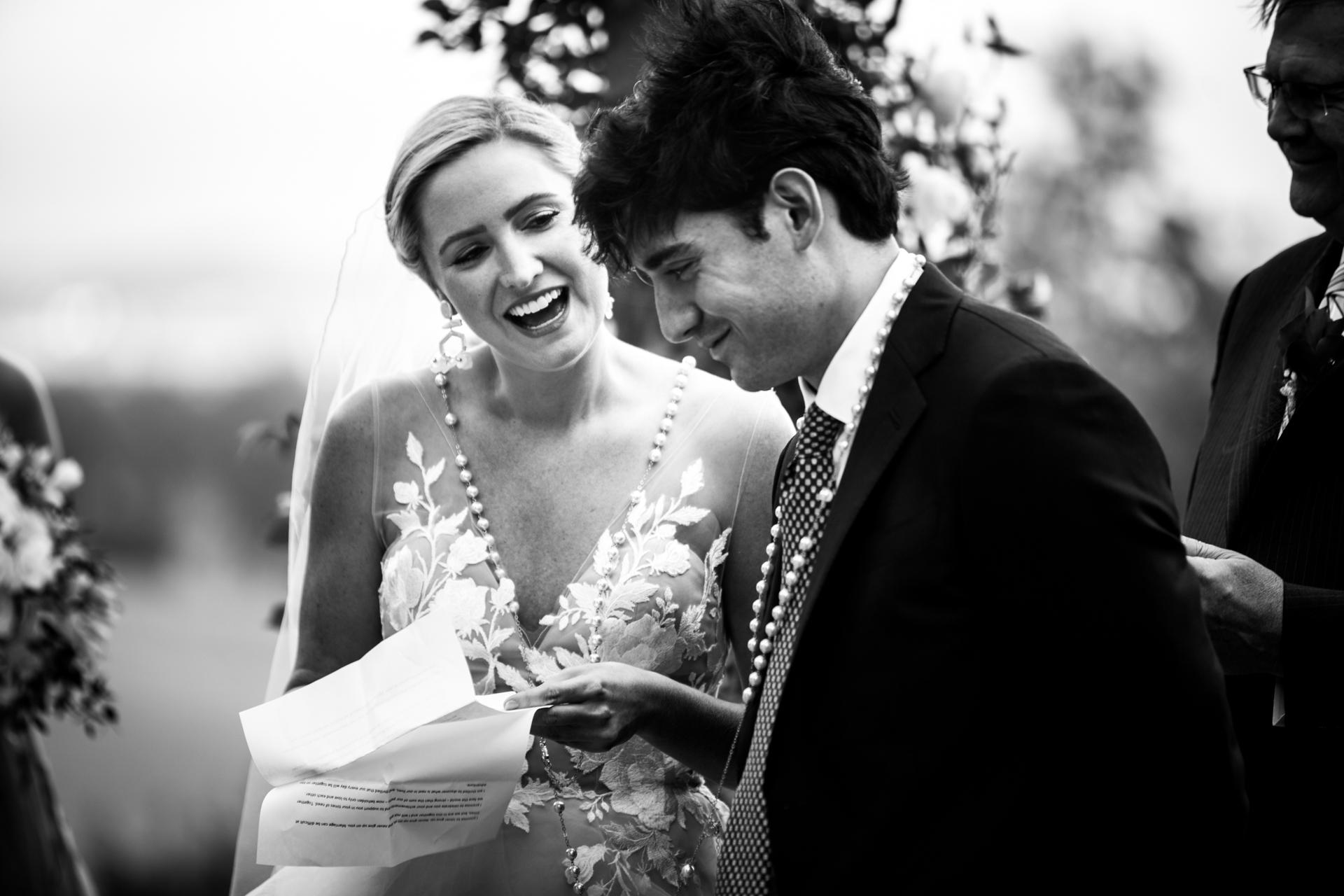 Photographie de mariage BW, Cérémonie de mariage dans le Tarn | Quelques mots de la mariée