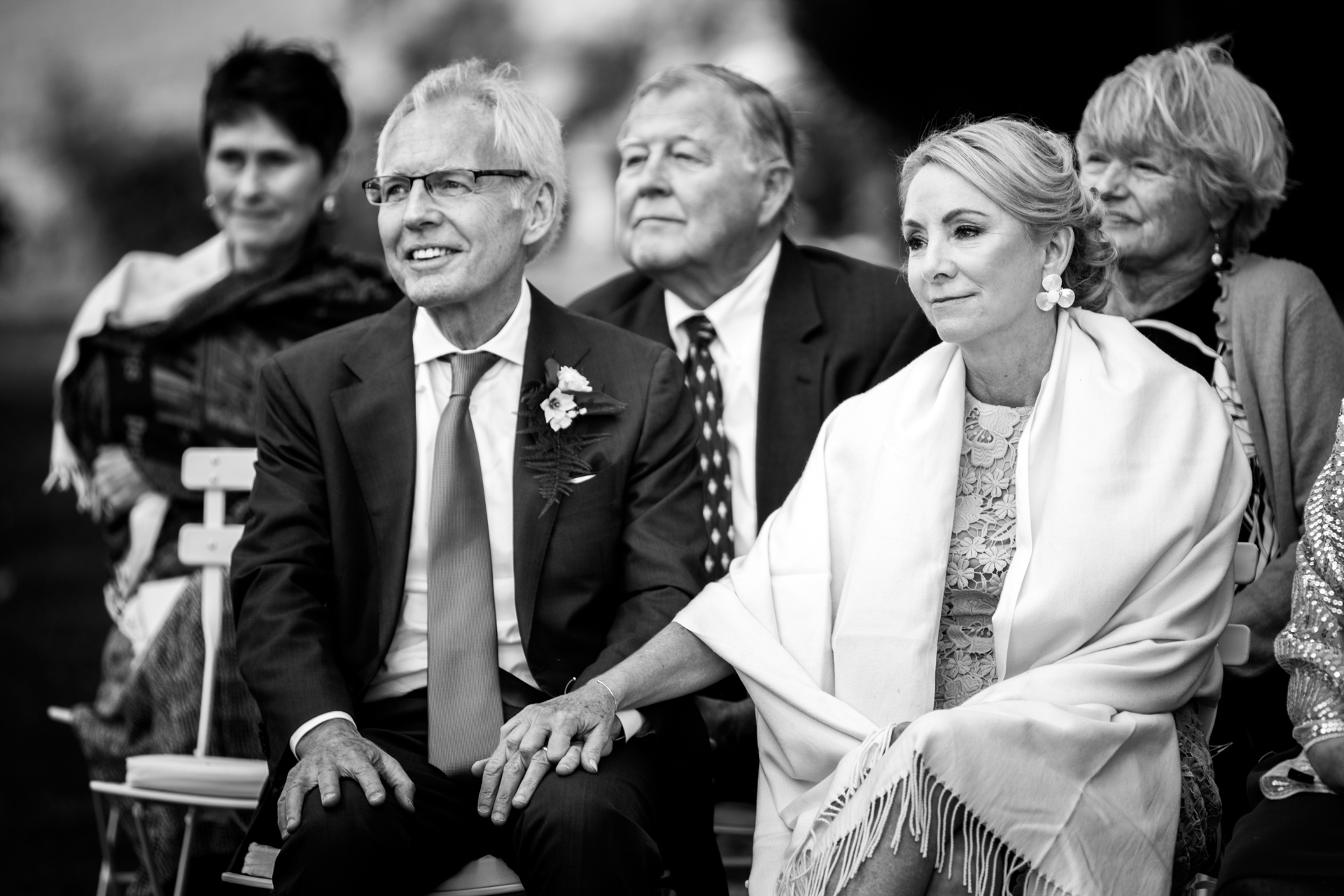 Village de Lautrec Image de mariage en BW | les parents ont été très émus par ces moments tendres