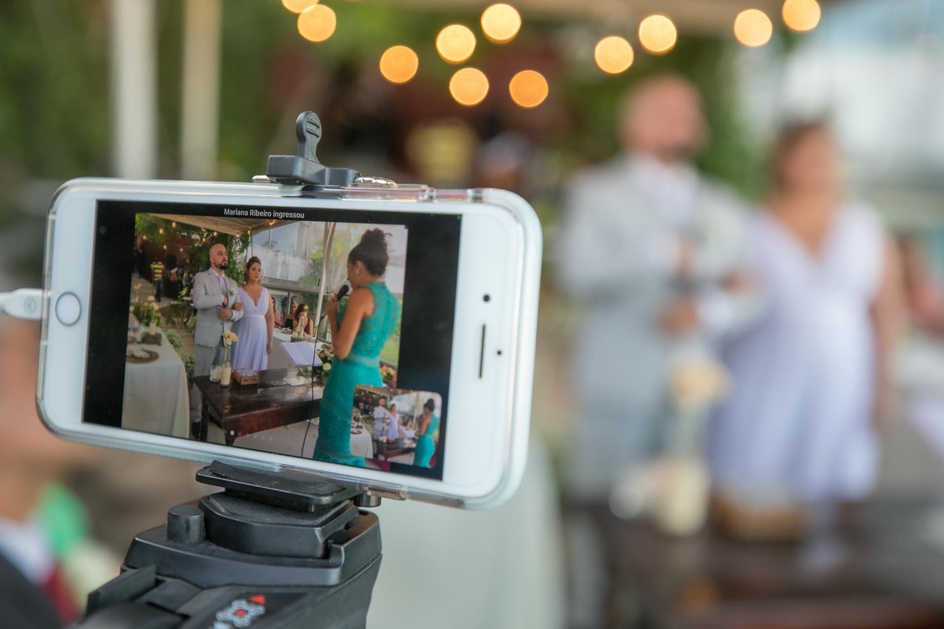 Image de cérémonie d'un mariage à Alagoas, Brésil | les mariés ont vu leur cérémonie retransmise en direct sur leurs réseaux sociaux préférés