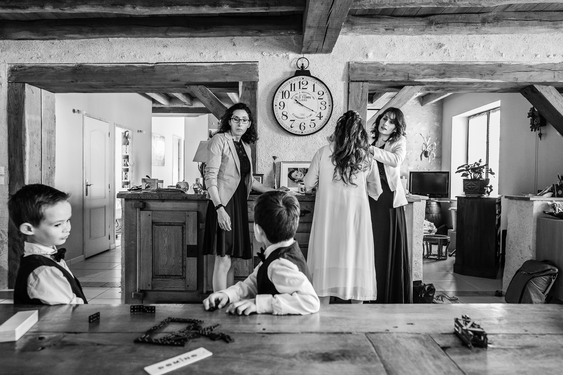 Central France Civil Marriage Bridal Preparations Photo | The bride's daughter multitasks perfectly
