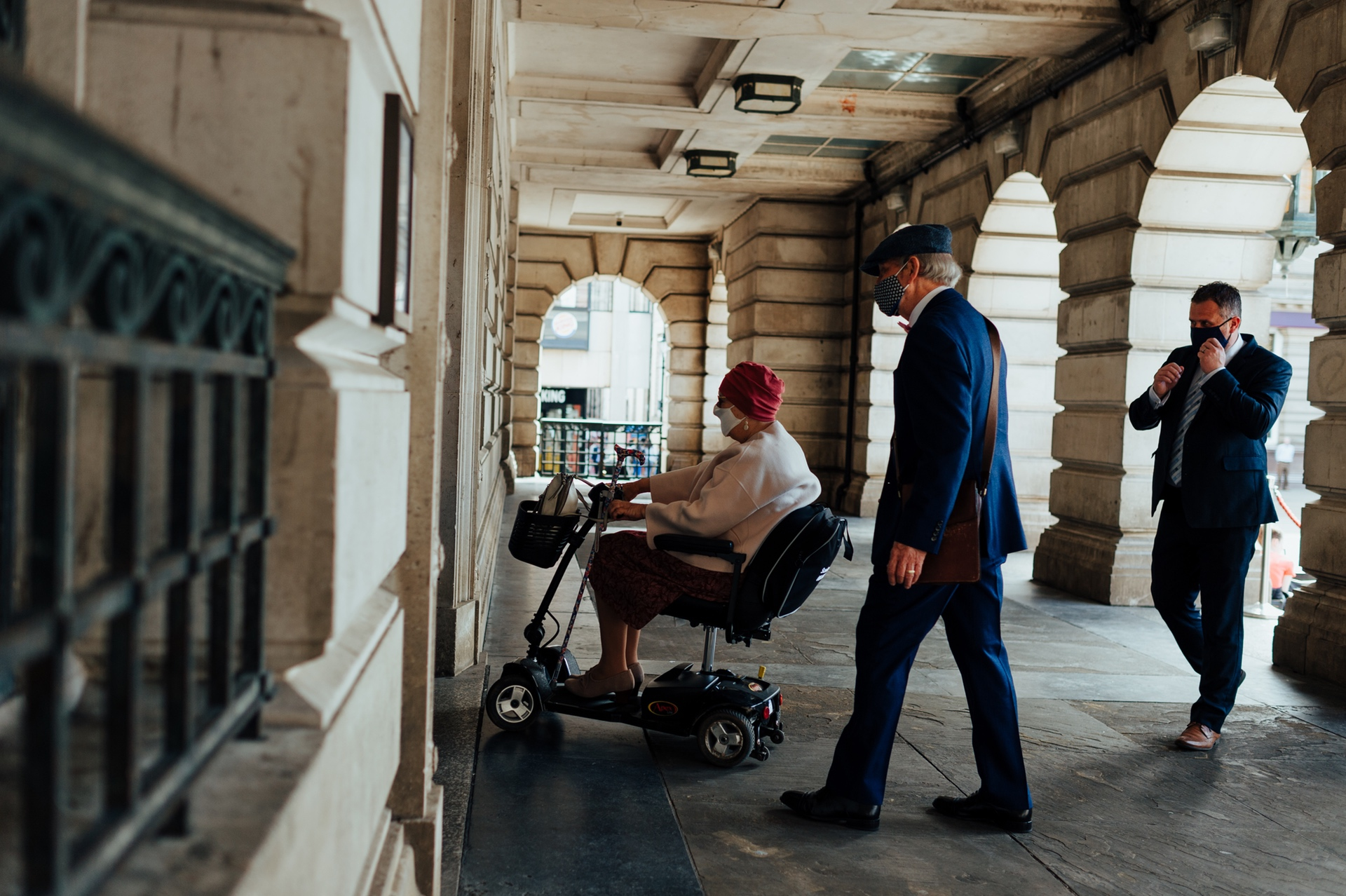Nottingham's Council House Wedding Reportage - UK Photography | The bride's mother arrives for the ceremony