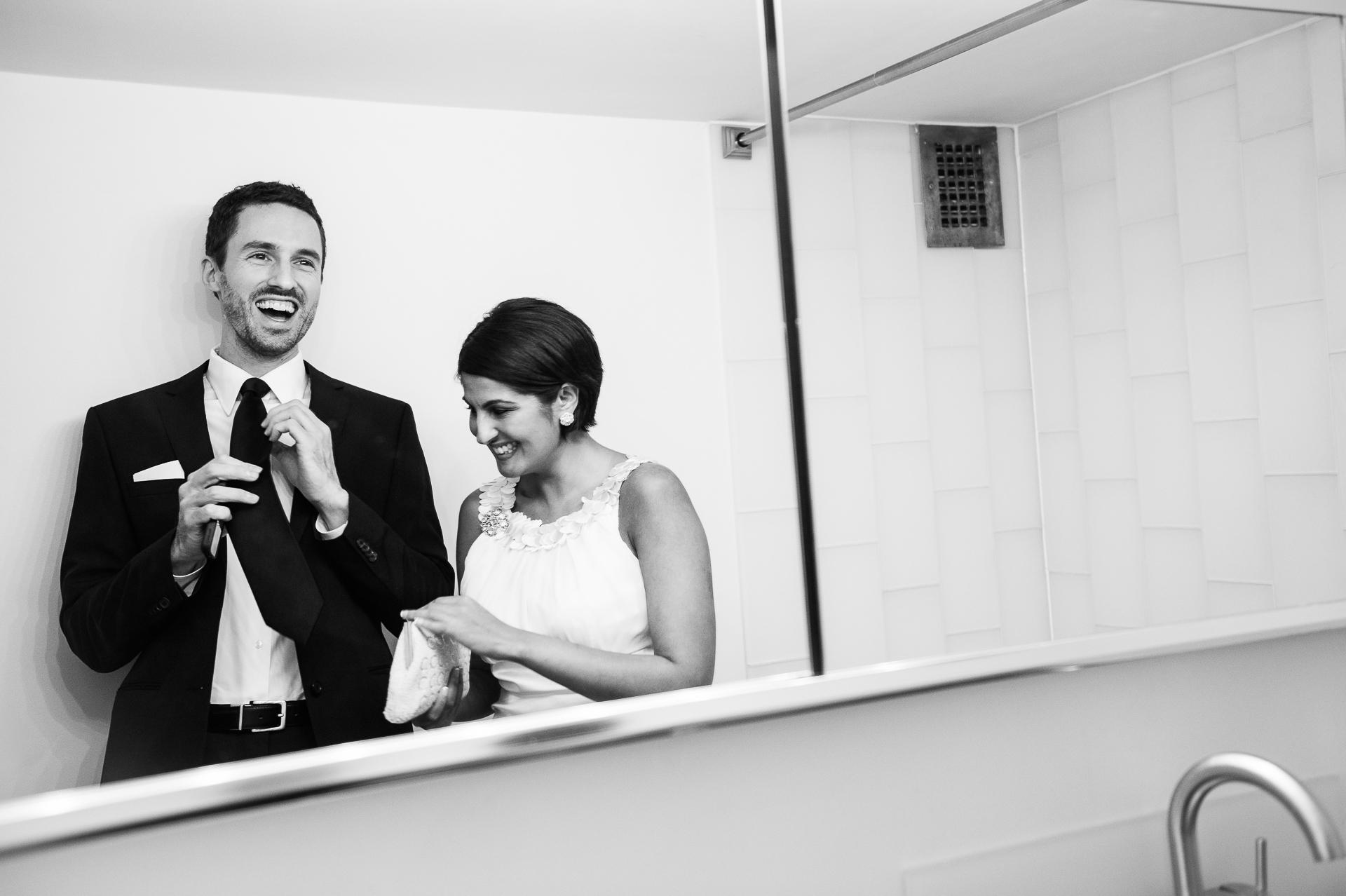 Imagen de boda BW pareja de apartamentos de Washington DC | Es el reconocimiento de un pacto, despojado de lo esencial