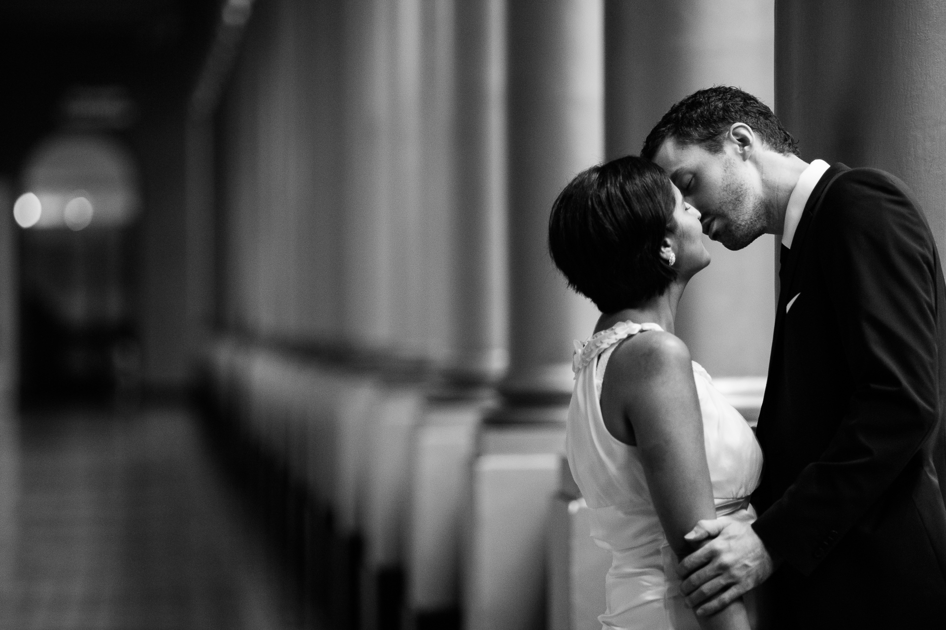 National Building Museum, fotógrafo de bodas de Washington, DC | Llegaron temprano al juzgado