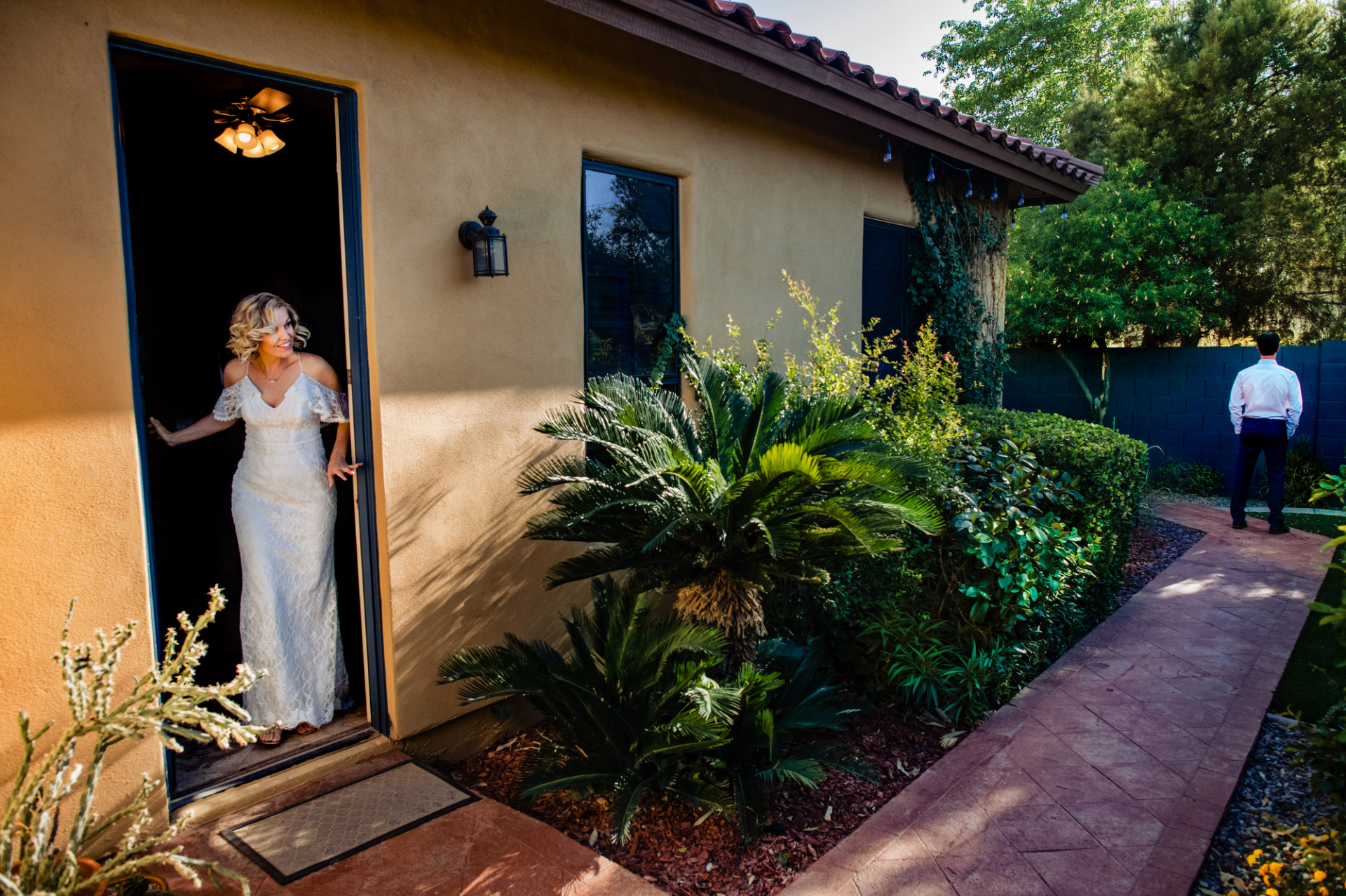 Airbnb in Phoenix, AZ Wedding Photographer | The bride peaks around the corner, as her groom waits patiently with his back turned