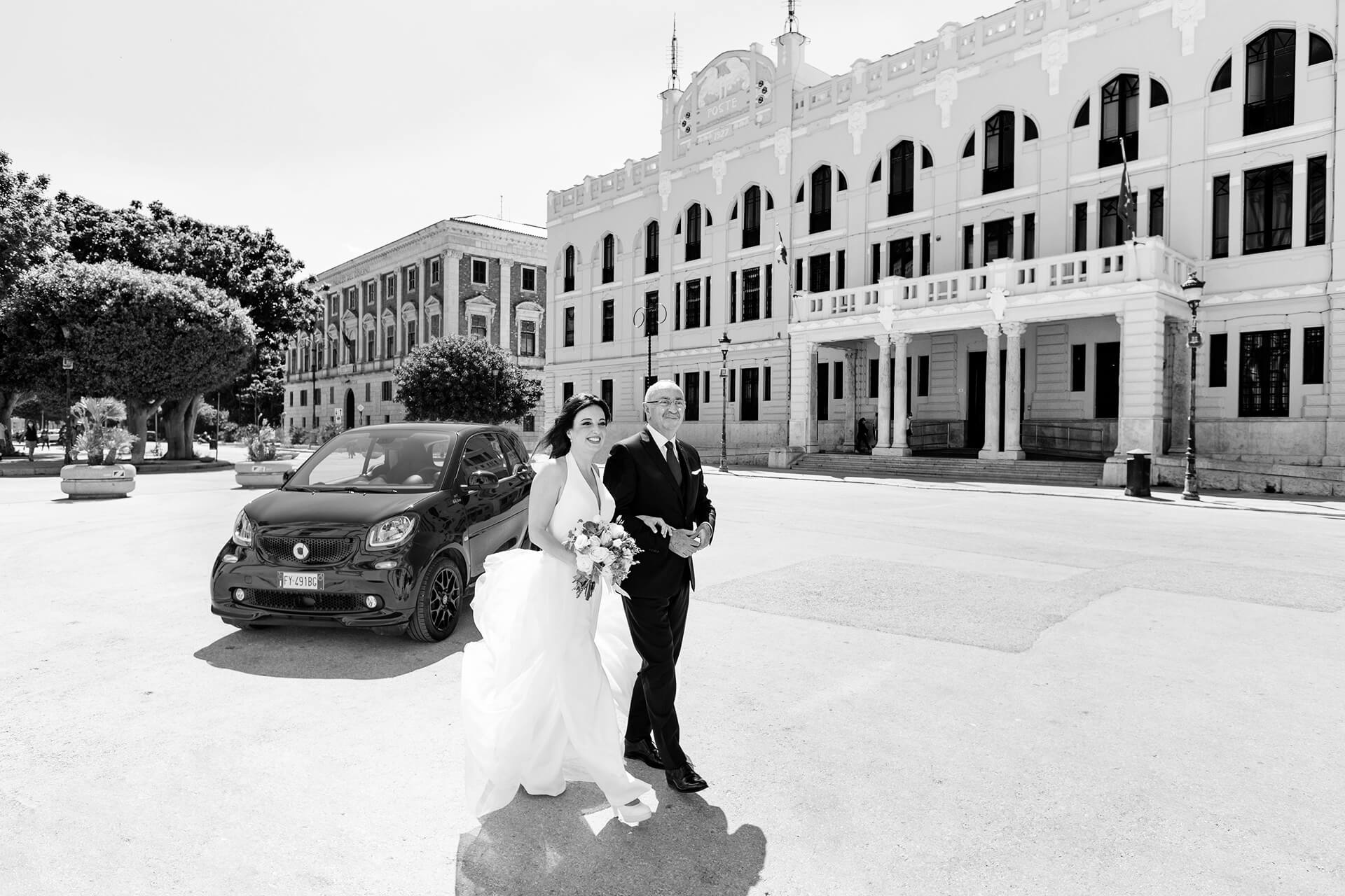 Town Hall Trapani Sicily Italy Wedding Picture, Bride and Dad | Black and white photo in front of the town hall