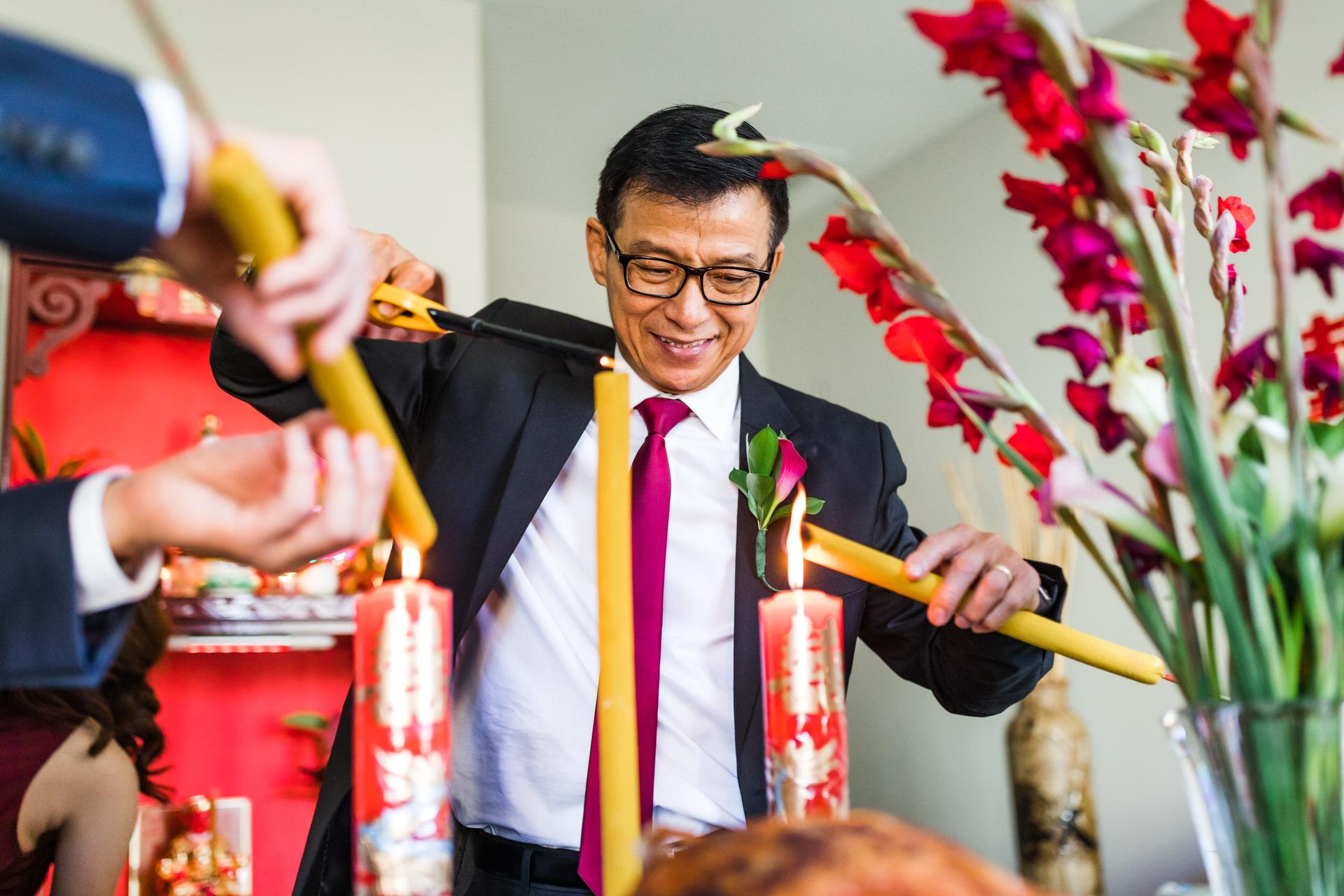 Cérémonie du thé chinoise Photo de mariage - Richmond VA | avoir du mal à allumer les bougies