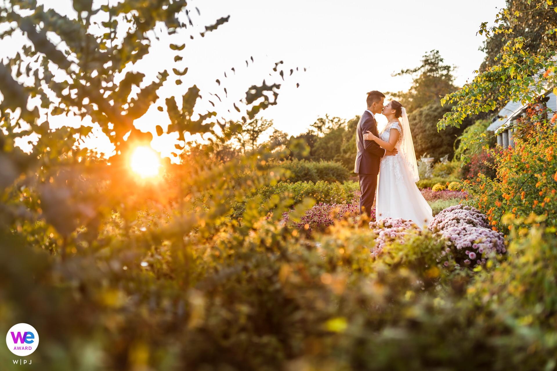 Herb Garden à Maymont, Richmond, VA Portraits de mariage | Coucher de soleil portrait du couple