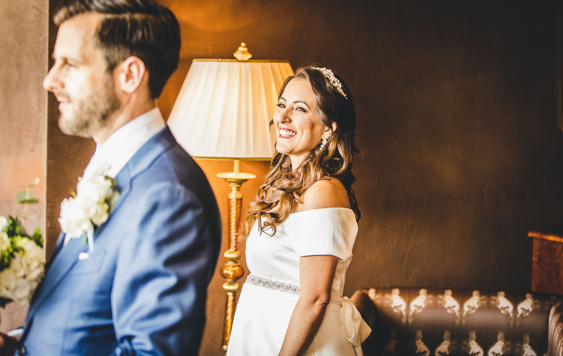 Civil Wedding Photographer of Venice | the bride waits for her groom to turn around