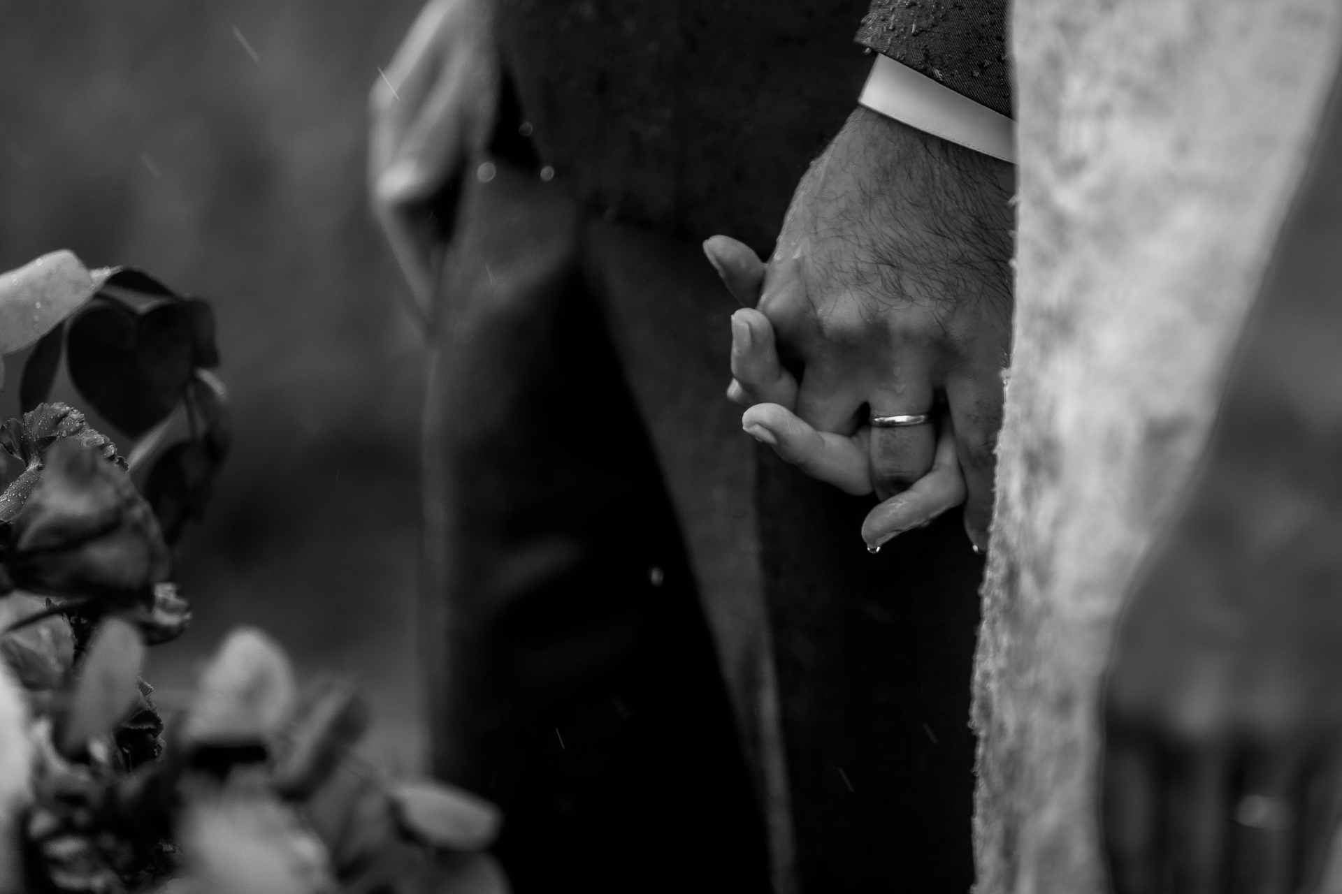 Porto de Pedras wedding photographers | The two clasped hands and held onto one another