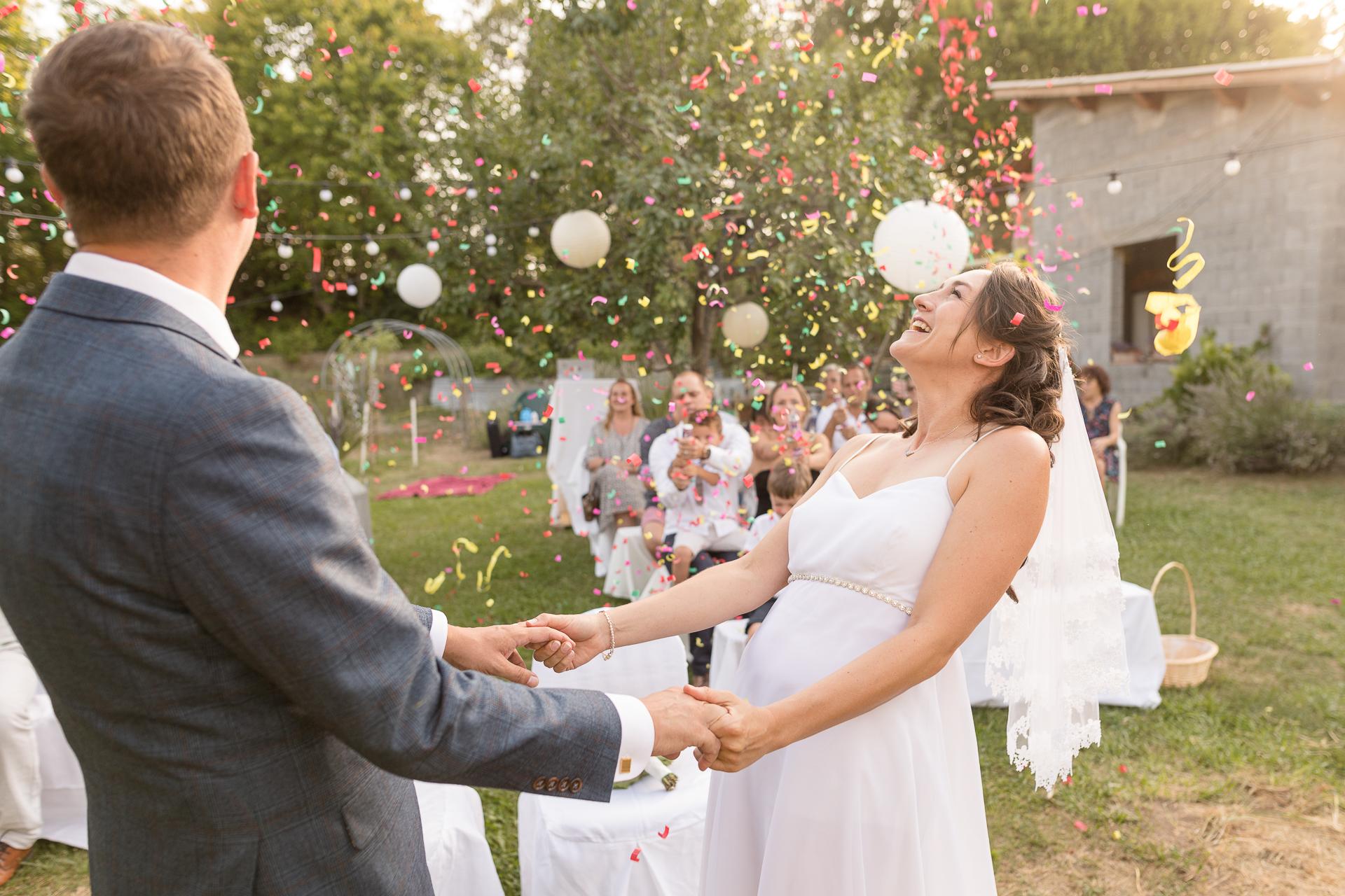 Imagen de ceremonia de boda al aire libre de Mézel | se anuncian marido y mujer