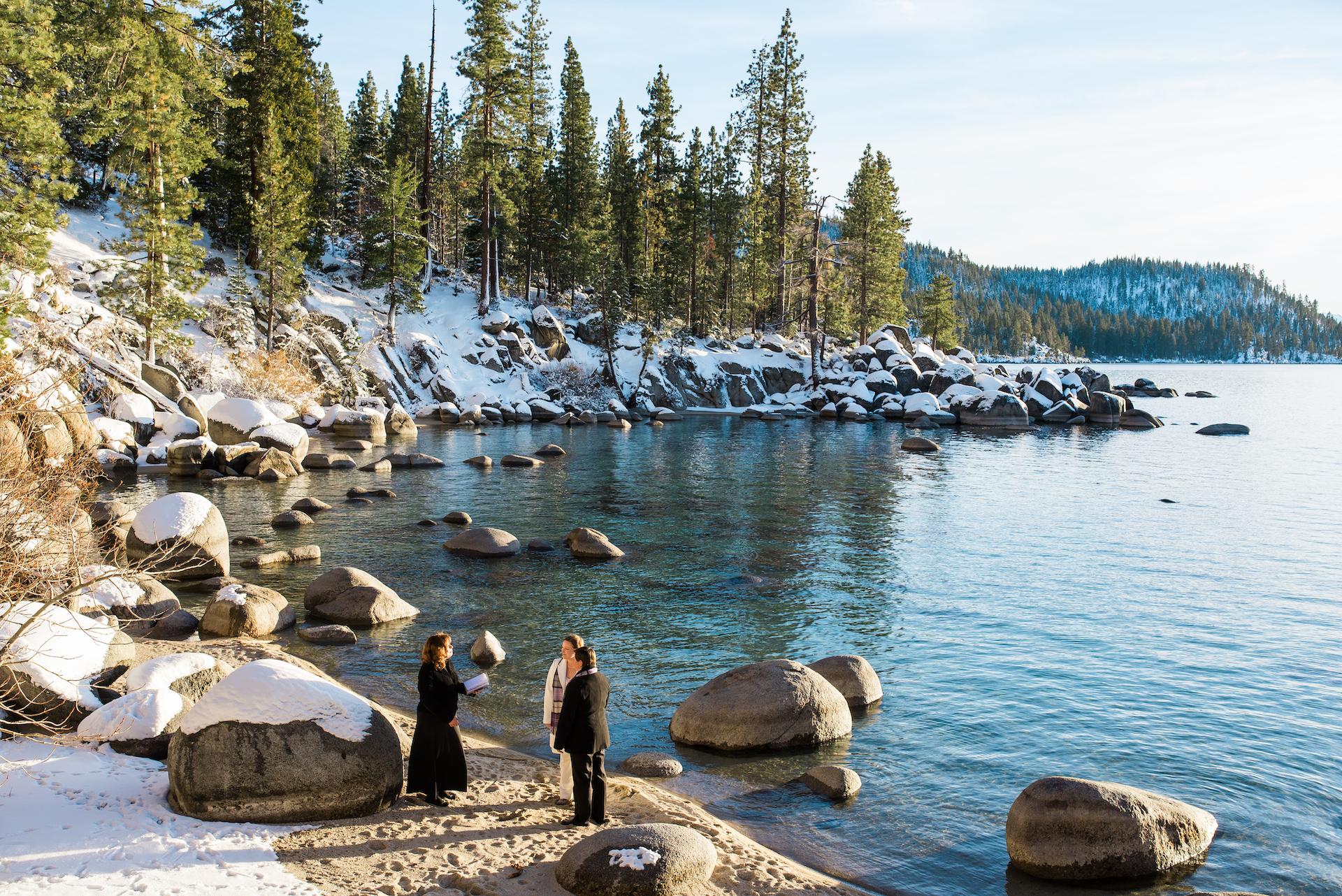 Lauren Lindley, della California, è una fotografa di matrimoni per Secret Cove, NV