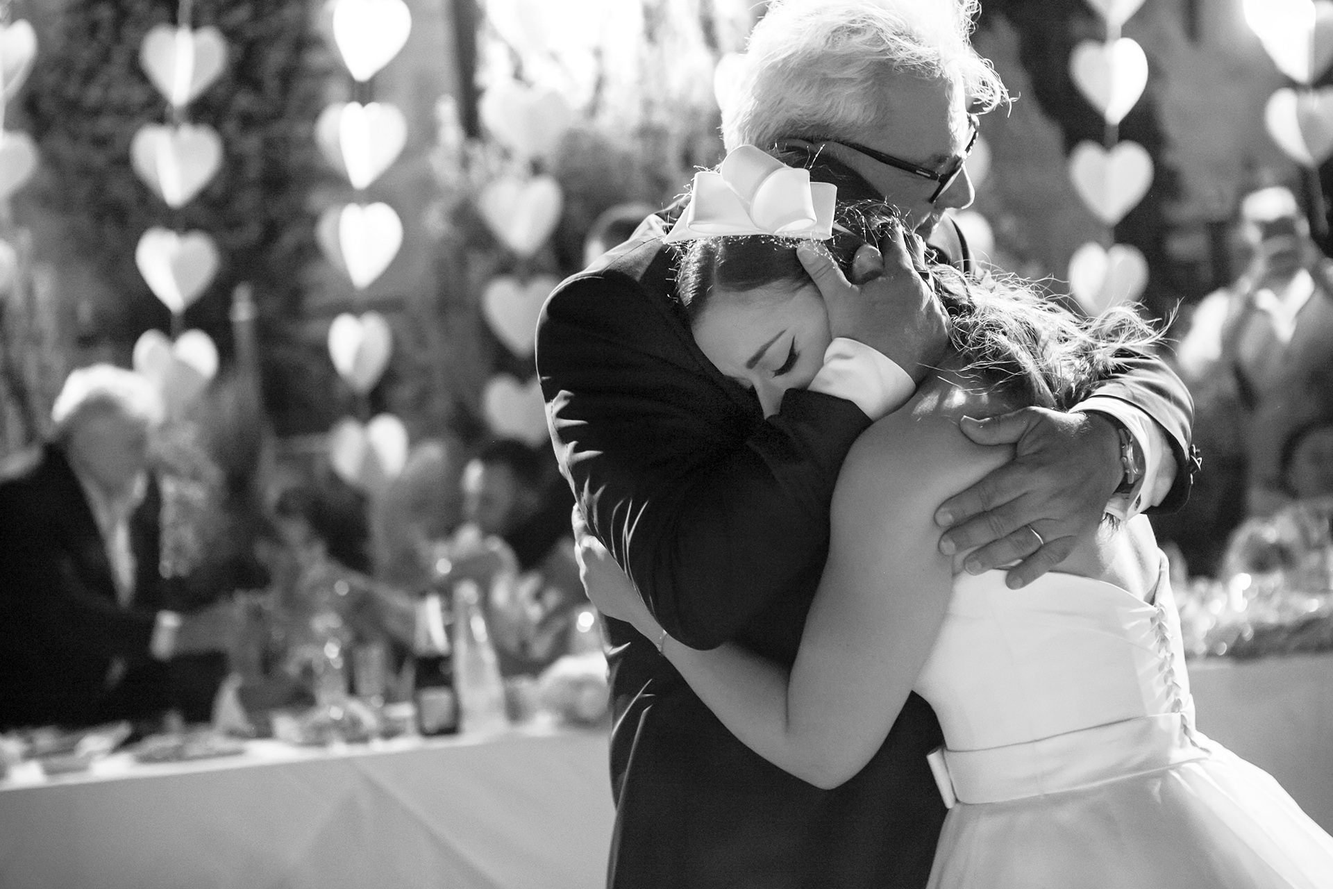 Huwelijksfotografie van vaderdochter - emotioneel worden tijdens dans