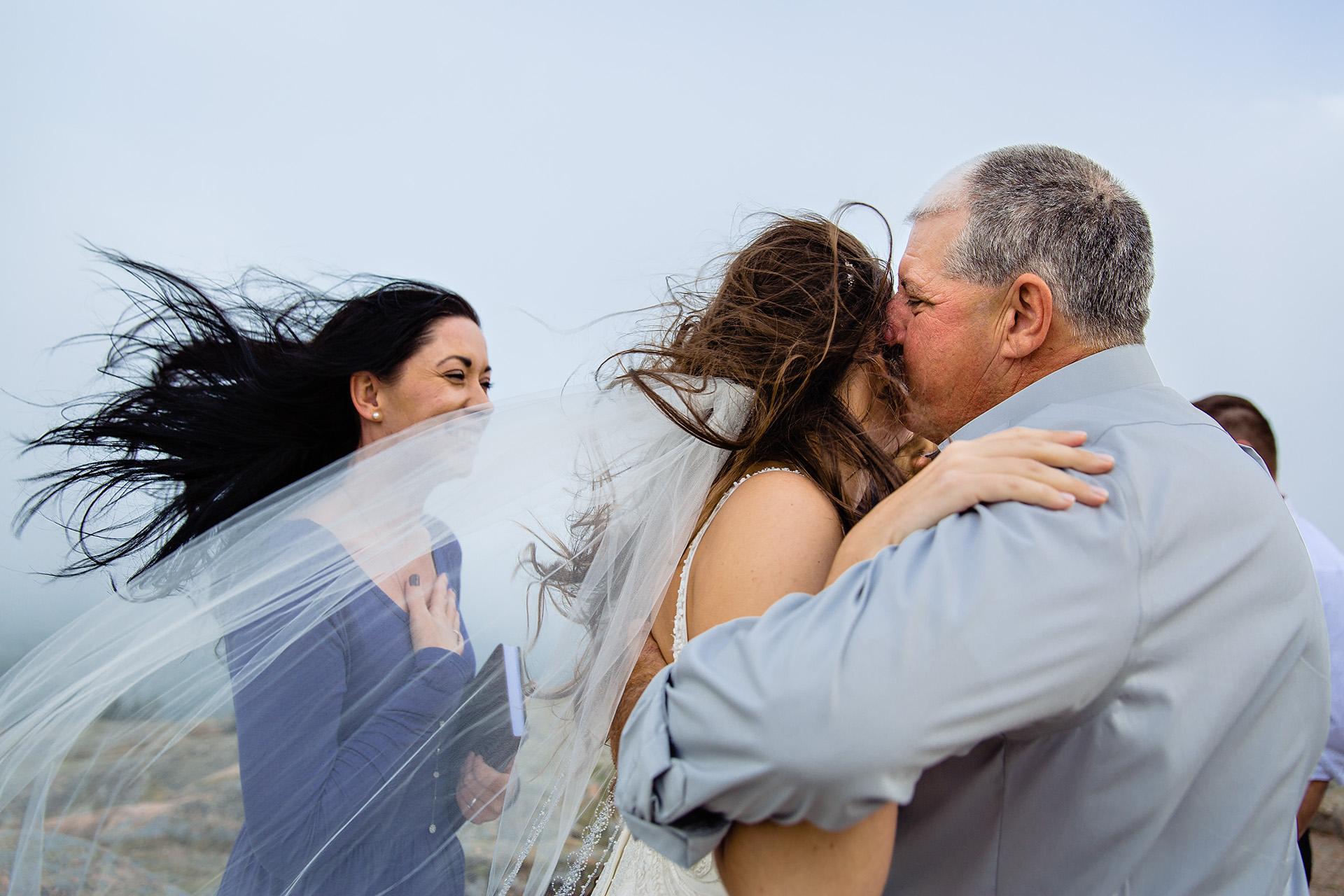 Kate Crabtree, du Maine, est une photographe de mariage pour