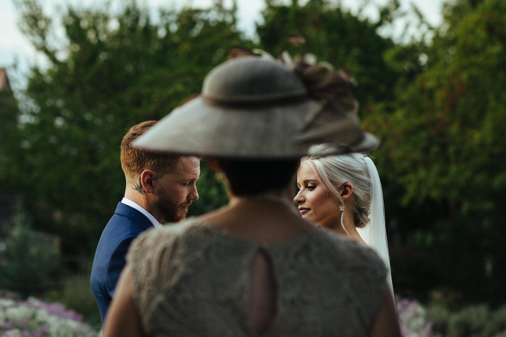 Lyndsey Goddard, de Londres, est une photographe de mariage pour