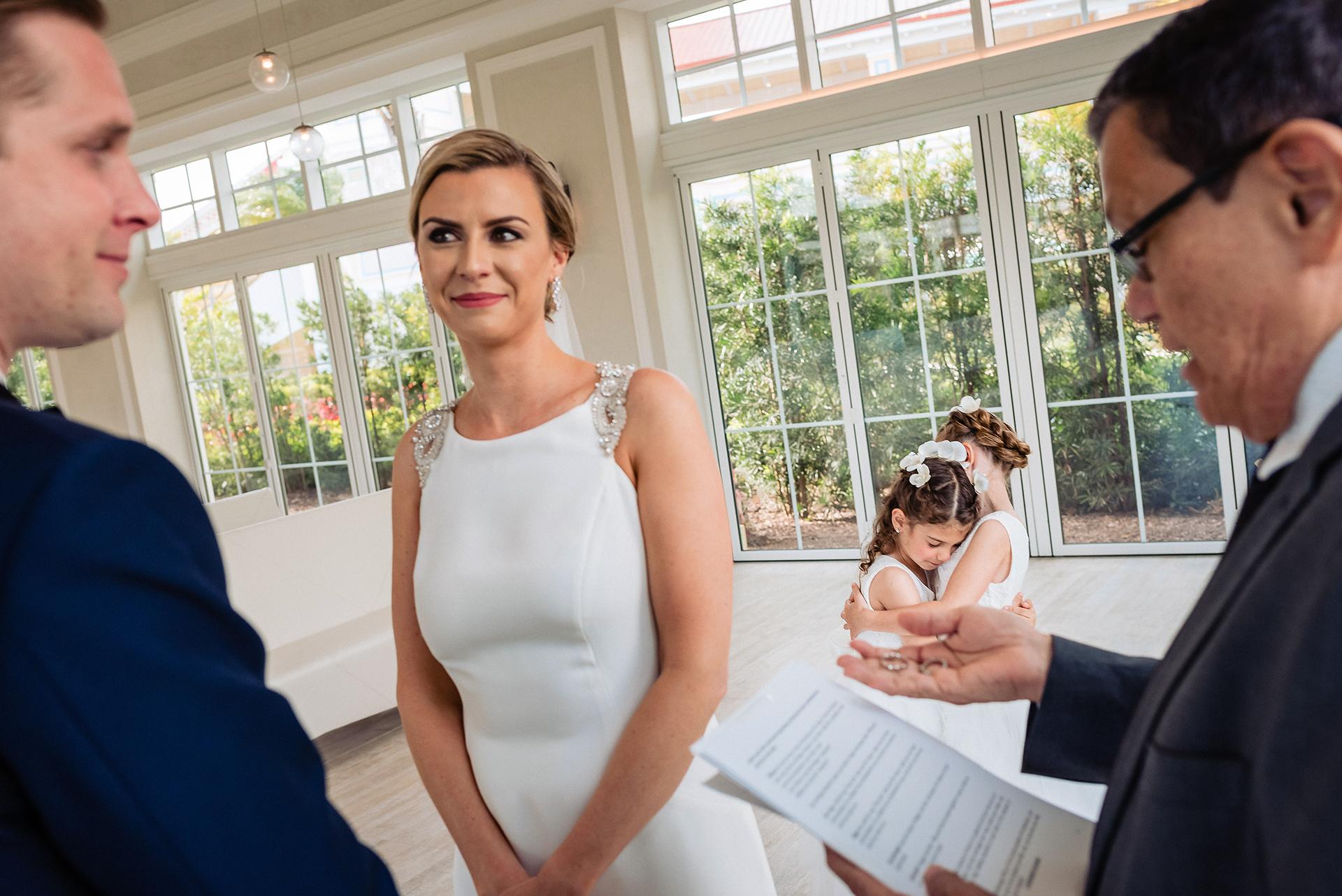 Lyndah Wells, of, est photographe de mariage pour